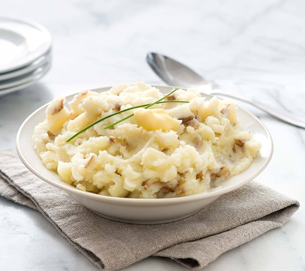 recipe image Buttermilk-Chive Smashed Potatoes