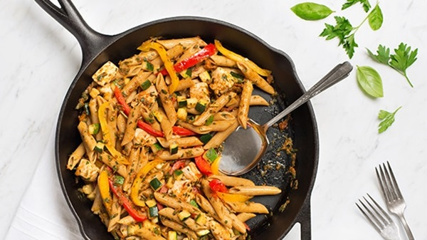 recipe image Pesto Pasta with Chicken, Zucchini & Peppers