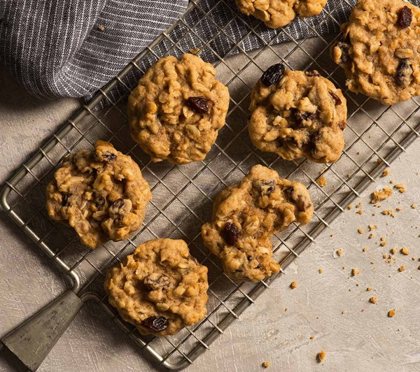 recipe image Oatmeal, Cinnamon and Raisin Cookies