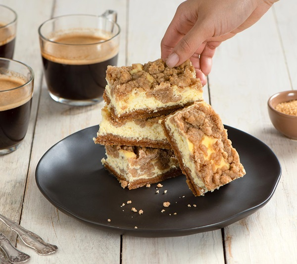 recipe image Cinnamon Crumb Cheesecake Bars